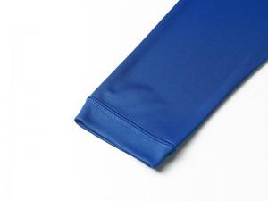 アクティブシーンに対応できるよう、袖はリブ仕様。