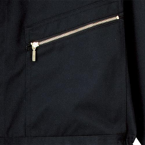 大容量のファスナー開きポケット