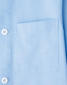 広めの胸元ポケット