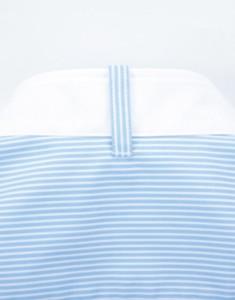 衿の後ろのタイ用ループ