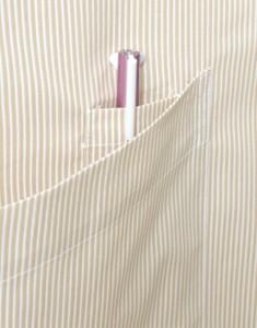 ポケットの内側にはペン挿しが付いています