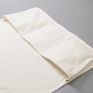 裾には3つのフロントポケット付き、ひとつひとつが大容量なので、ツールやギアを入れるのに便利