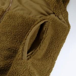 ポケットの内側にも表地同様のシープボア付きのハンドウォーマー仕様