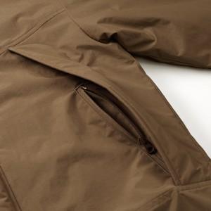 サイドポケットはYKK社製のコイルファスナー付き(裏使い)、ジッパー・フライ仕様