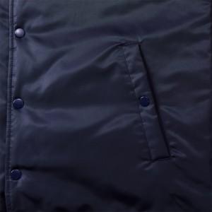 フロントとポケットにはドットボタン付き、金属性のアメリカンタイプ(パーメックス型)